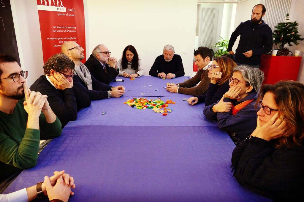 Tavolo con i partecipanti