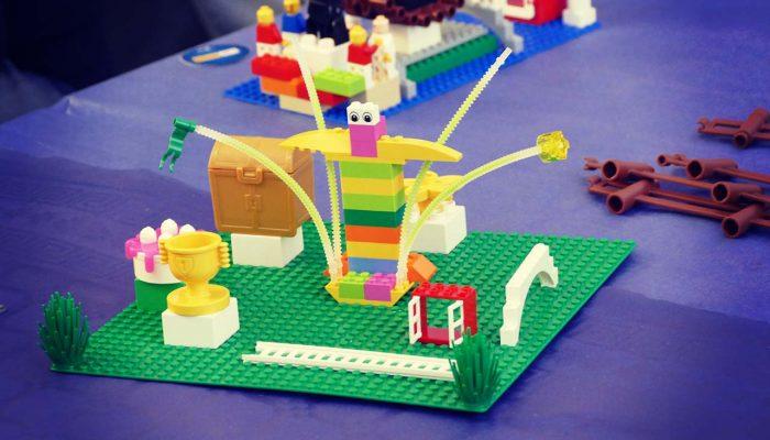 un modello LEGO che ricorda un cocktail