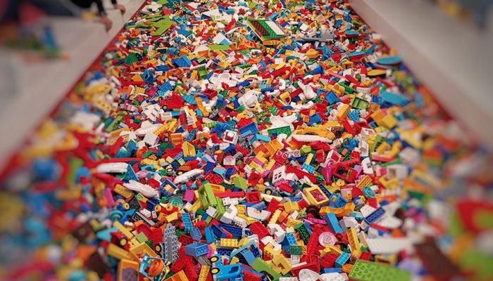 Una cascata di mattoncini alla LEGO HOUSE